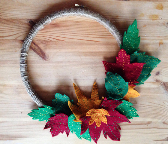 The finished autumn wreath will felt leaves and yarn wrapped hoop - yellow feather blog